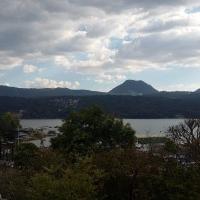 Terreno en el pueblo con vista al lago